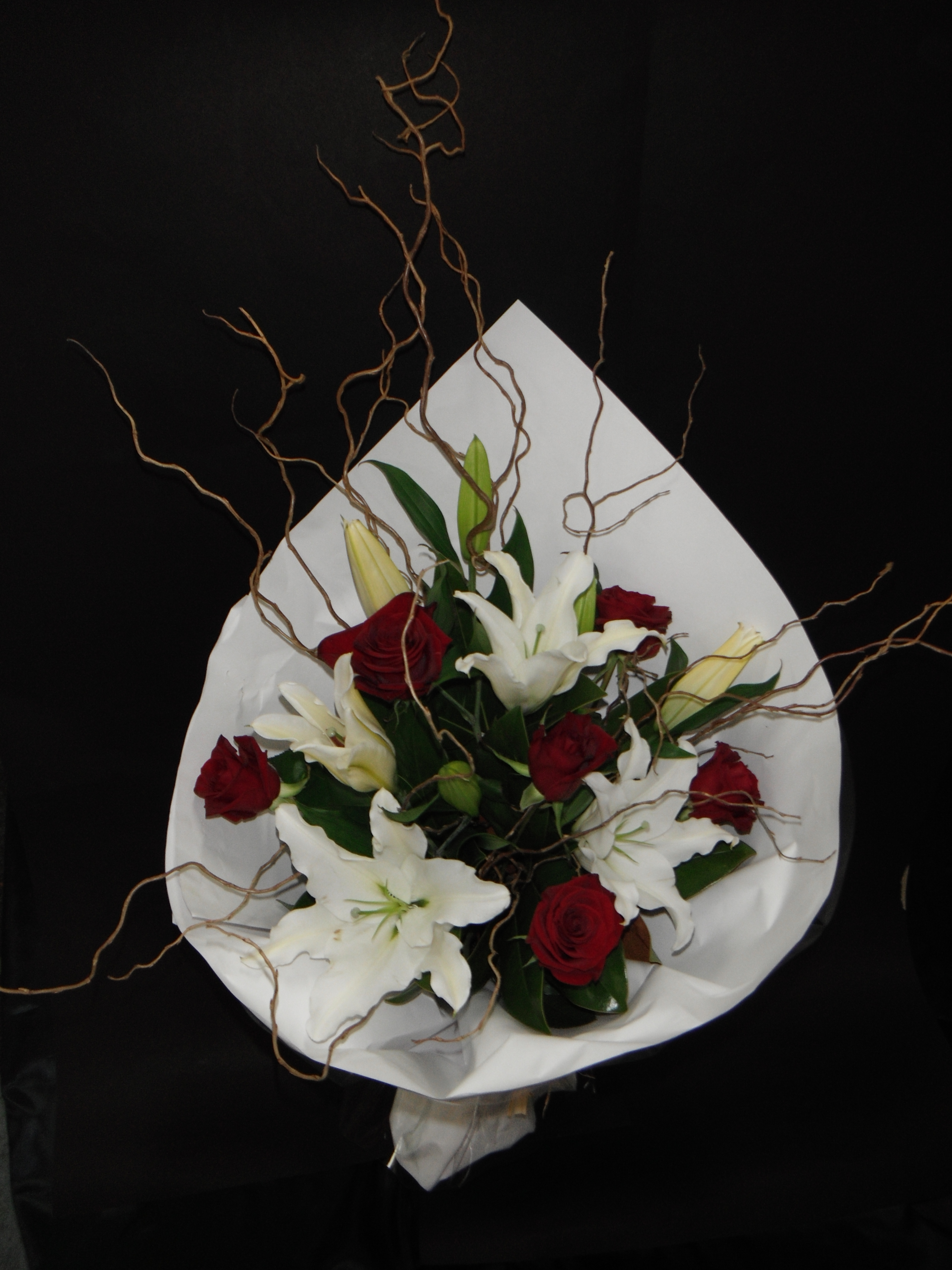 Red roses and white lilys